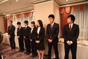小本隆監督(左)と部員