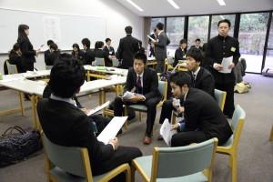 各クラブの主将、主務らが競技種目の枠を超えて課題を討論。