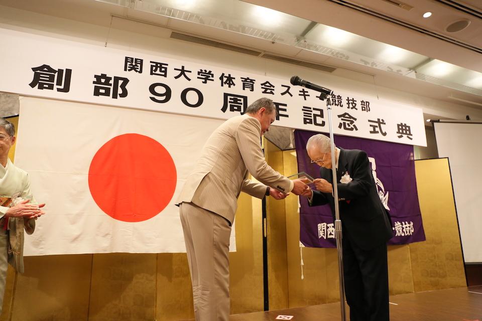 築柴会長から露口和夫名誉会長へ感謝状贈呈