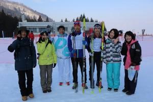 中央左が植田選手、右が岡村選手、左端から栗栖、武田、OB和田さん、選手はさんで岩城、神戸がサポートと学生役員を務めた。