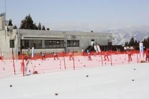 準決勝S1、中央の#105が岡村。