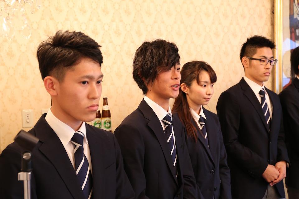 左から主将・佐藤雄毅(3)、主務・栗栖渉(3)、マネージャー武田彩(3)、副将・岡村卓実(2)