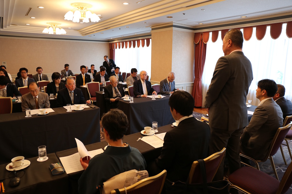 28名のOB・OG が総会に出席した。